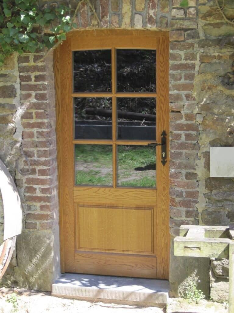 Création et pose d'une porte en bois avec croisillons à Auby