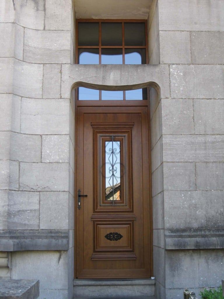 Pose Du0027une Porte Du0027entrée Imitation Bois à Bouillon.