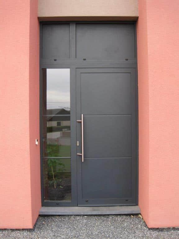 Pose d'une porte d'entrée en alu à Libramont