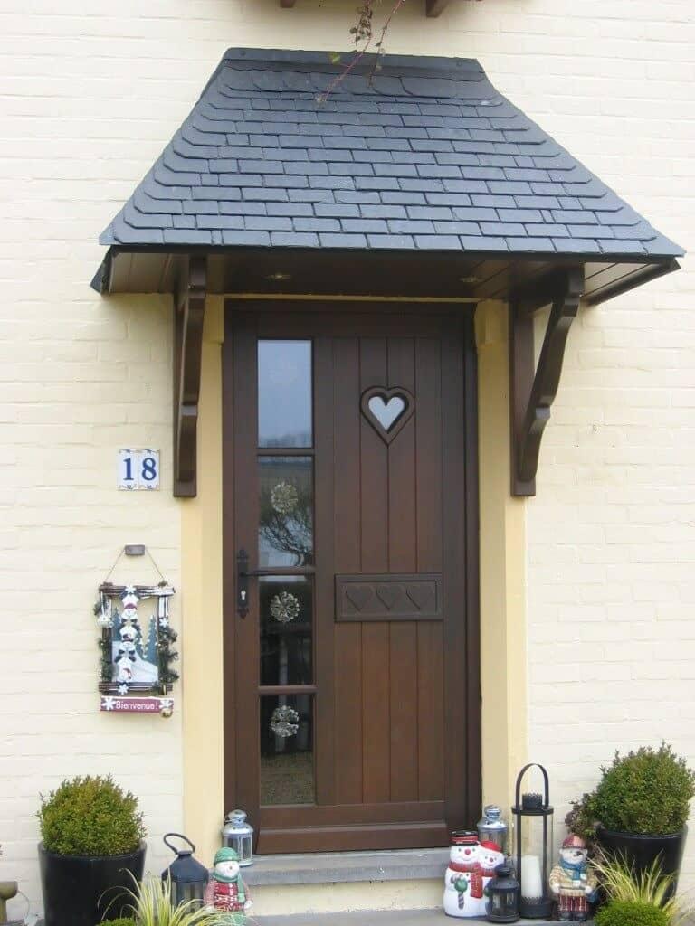 Réalisation d'une porte d'entrée moderne en bois à Arlon