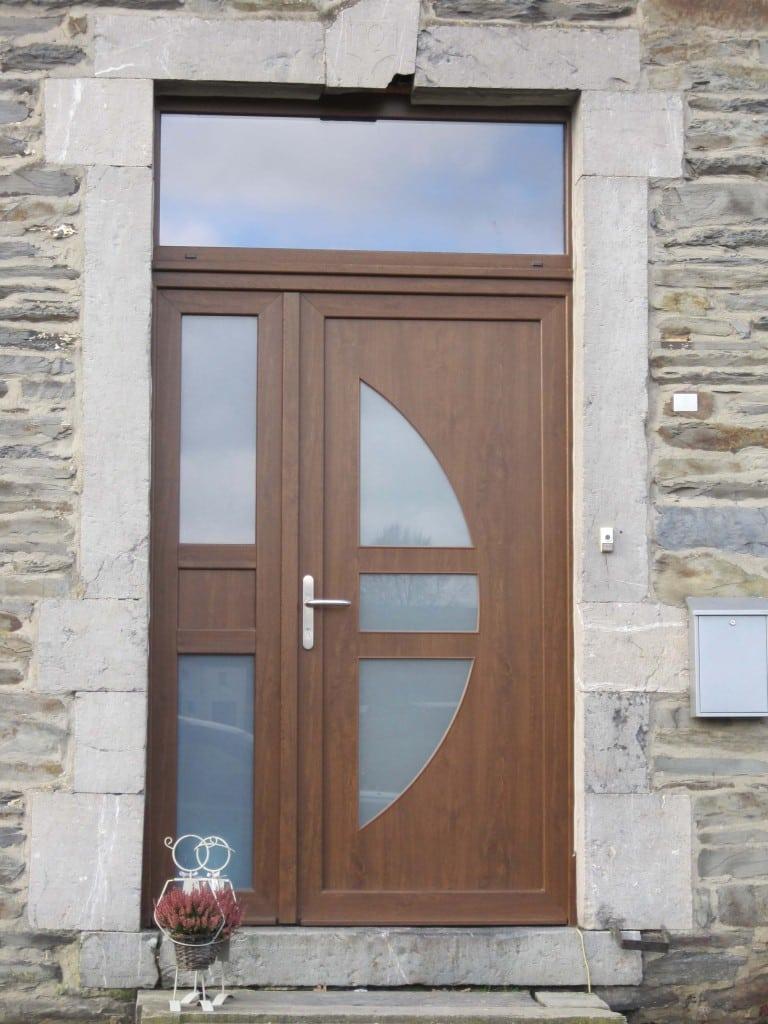 porte d'entrée en pvc à St-Hubert