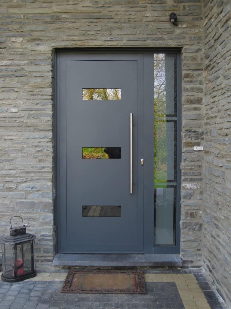 Porte d'entrée moderne en aluminium à Habay